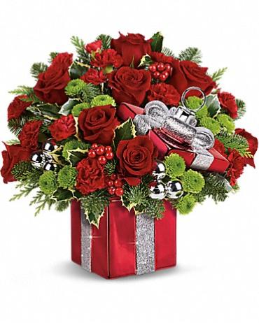 Teleflora\'s Gift Wrapped Bouquet